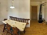 jídelní kout v obytné kuchyni - apartmán k pronajmutí Tanvald