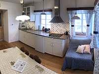 pohled do kuchyně od okna - apartmán ubytování Tanvald