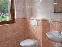 koupelna v oranžovém apartmánu - Hrabětice