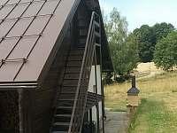 Vchod do venkovního žlutého apartmánu - chata k pronájmu Hrabětice
