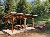 Zahradní pergola - chalupa ubytování Desná - Černá Říčka
