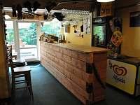 Bar v jídelně - chata k pronájmu Bedřichov