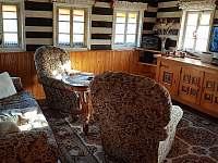 Obývací pokoj - chalupa k pronájmu Dolní Maxov - Josefův Důl,