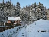 soukromá příjezdová cesta - chalupa k pronajmutí Lučany nad Nisou