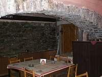 Sklepní vinárna s pípou - pronájem chaty Bratříkov