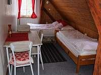 3. pokoj - třílůžkový - ubytování v Jizerkách - chata k pronajmutí Desná