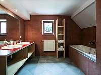 Velký dům - koupelna v patře - Zásada