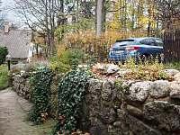 Parkování - chalupa k pronájmu Bílý Potok
