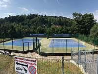 tenisové hřiště 500m od chaloupky