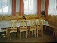 jídelní stůl pro 12 osob - chalupa k pronajmutí Dolní Maxov