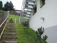 Přístup po schodišti - apartmán k pronájmu Jablonec nad Nisou