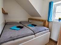 Ložnice s lůžkem širokým 180cm - apartmán k pronájmu Příchovice