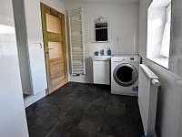 V koupelně je pračka se sušičkou - apartmán k pronájmu Příchovice