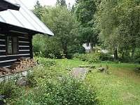 Venkovní posezení, ohniště - chalupa k pronájmu Nová Ves nad Nisou