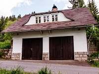 možnost parkování v garáži + kolárna - chata k pronajmutí Horní Maxov