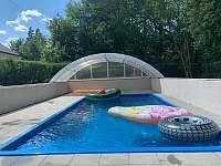 Bazén na zahradě - chalupa k pronajmutí Smržovka