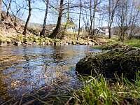Potok Kamenice pod zahradou - chalupa k pronajmutí Smržovka