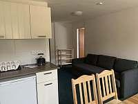 31 - kuchyňka a obývací část - Albrechtice v Jizerských horách