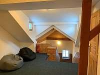 horní chodba nad schody 3 NP - chata ubytování Albrechtice v Jizerských horách
