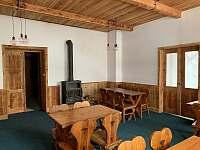 společenská místnost přední část - chata k pronájmu Albrechtice v Jizerských horách