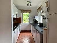 Kuchyňský kout - lednice - chata k pronájmu Josefův Důl