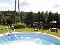 Bazén příjde v létě vhod - chata k pronájmu Rejdice