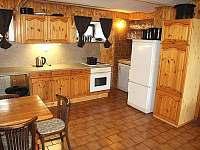 kuchyň ve společenské místnosti - pronájem chaty Rejdice