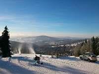 pohled z parkoviště nad snow parkem Rejdice -