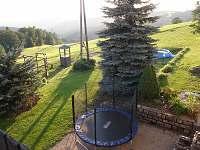 výhled z venkovní terasy v 1. patře - chata k pronajmutí Rejdice