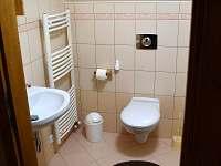 koupelna v patře se sprchovým koutem