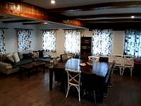 Společenská místnost s kuchyní - chata ubytování Bedřichov