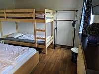 1. ložnice s palandou - pronájem chaty Bedřichov