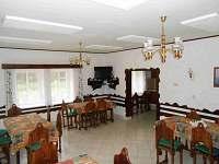 spol. místnost - chata k pronájmu Karlov u Josefova Dolu