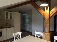 Apartmán Tanvald - obývací pokoj s kuchyní