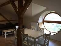 okno, ve kterém můžete odpočívat - pronájem apartmánu Tanvald