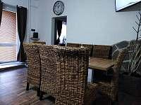 Společenská místnost / jídelna - chata k pronajmutí Albrechtice v Jizerských horách