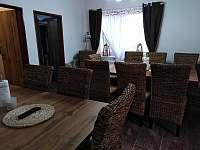 Společenská místnost / jídelna - chata k pronájmu Albrechtice v Jizerských horách