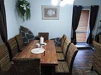 Společenská místnost / jídelna - pronájem chaty Albrechtice v Jizerských horách
