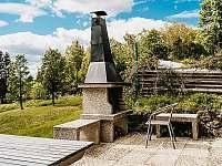 Chata Čmejrovka - venkovní gril - k pronájmu Janov nad Nisou