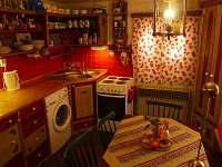 kuchyně se sezením pro 6 osob. plně vybavená vč. pračky.