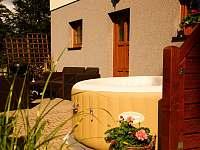 Letní vířivka na terase 2 - apartmán ubytování Příchovice u Kořenova