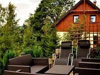 Posezení na terase - apartmán k pronajmutí Příchovice u Kořenova