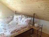 dvoulůžková ložnice v patře