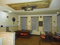 Společenská místnost - chata k pronajmutí Albrechtice v Jizerských horách