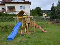 Dětská atrakce na zahradě - chalupa k pronájmu Velké Hamry