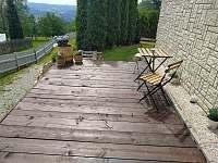 nové posezení - odpolední stín zaručen :-) - Velké Hamry