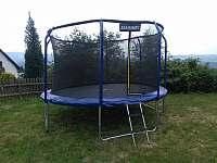 trampolina marimex s vnitřní sítí