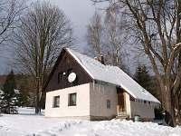 Zimní pohled na chatu Smržovka