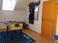 Hrací stůl pro malé i velké v hale - pronájem chalupy Jablonné v Podještědí - Pole