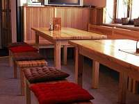 Posezení vevnitř - chata k pronájmu Albrechtice v Jizerských horách